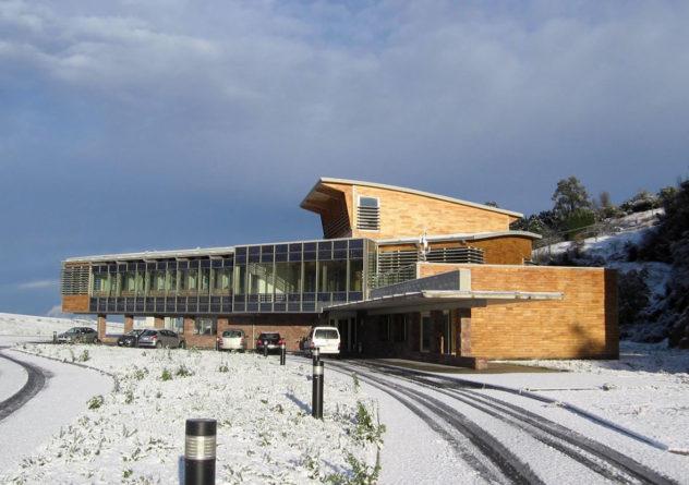 Bioclimatic building: San Pedro de Anes