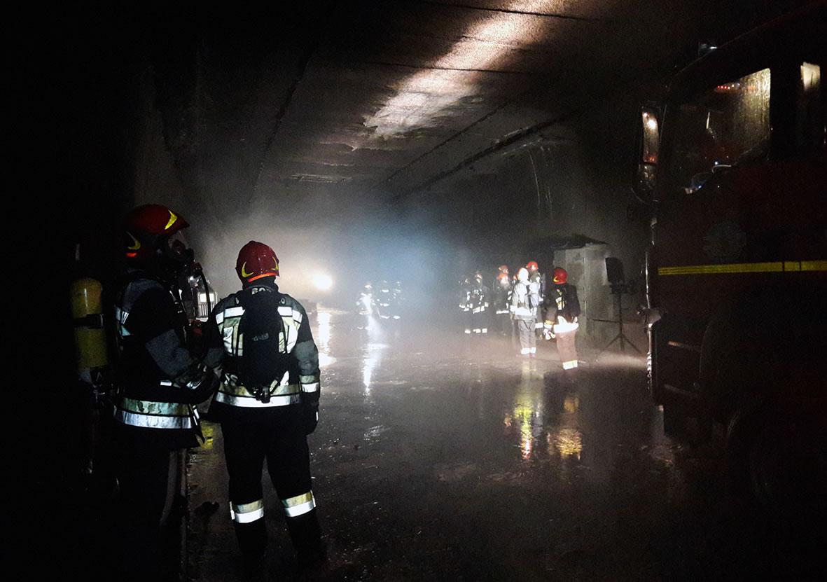 Simulacro con bomberos en tunel de ensayos